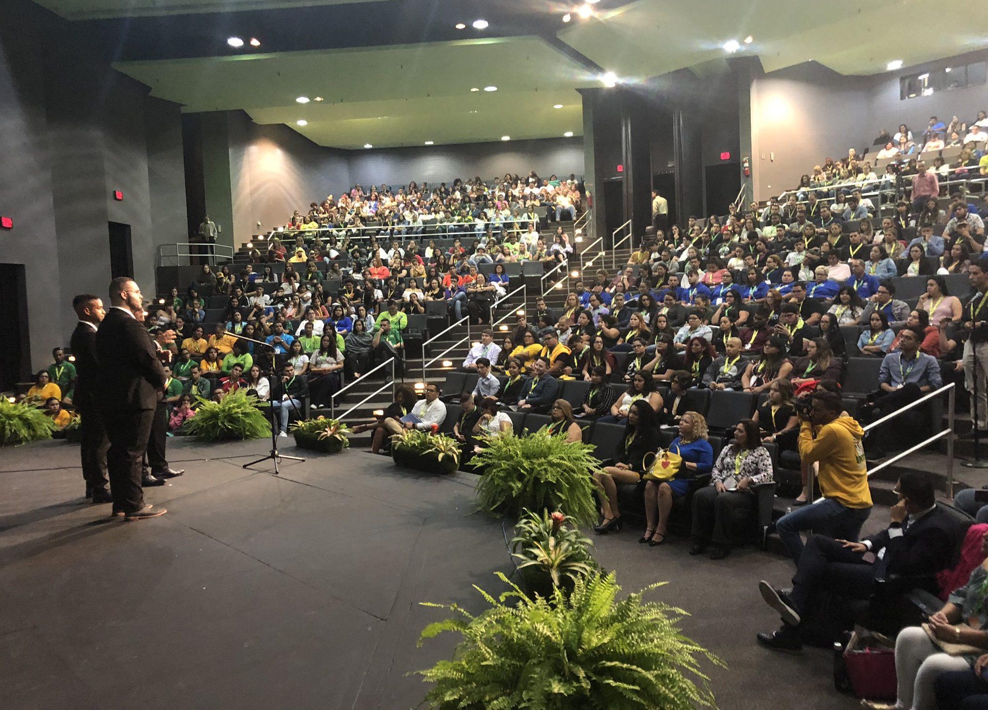Por sexto año consecutivo, se celebra el HETS Student Leadership Showcase con casa llena.
